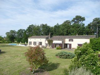 Luxury private farmhouse with pool near Monpazier, Beaumont-du-Perigord