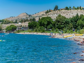 Great couples' getaway with shared pool & private patio!, Chelan