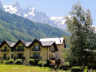 Modern 1BR(40m2) apt terrace 150m to ski and golf, Chamonix