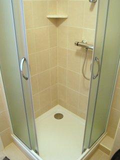 Deluxe apartment bathroom