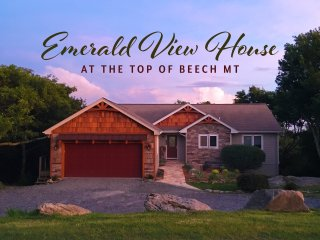 Emerald View House /Level Entry, Amazing Mountain Views & Perfect Location