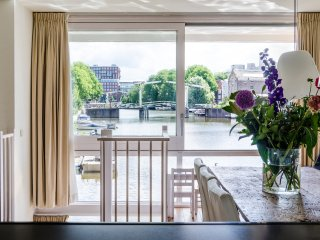 Waterfront 4-bedroom apartment in A-location with amazing view