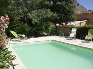 Cottage with private pool on enclosed land, Verzeille