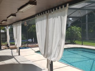 Beautiful 3/2 home with heated pool near Disney, Orlando