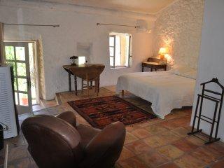 Hameau des Liesses chambre, table d'hôte, gîte LL, Noyers-sur-Jabron