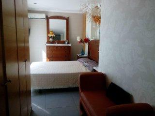 Alquilo una habitacion en un atico independiente,en la playa calle garbi nº 2 at