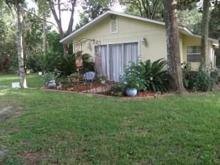 Tranquil Waterfront Cottage, holiday rental in Homosassa Springs