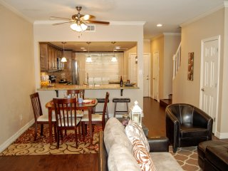 Furnished 2 Bed / 2.5 Bath Townhome in Houston
