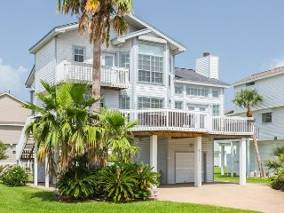 Sunny & Coastal Home Surrounded by Palms in Galveston - 1 Block to the Beach