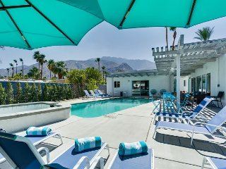 Secluded Getaway Blocks from Palm Canyon, Modern Chic Decor and Private Pool
