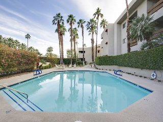 Walk to Downtown and Convention Center! – Palm Springs Condo with Amenities