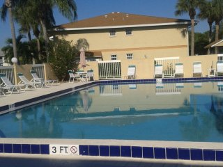 1br - 144ft2 - FURNISHED ROOM NEAR JENSEN BEACH, SHORT TERM, WEEKLY / DAILY., Port Saint Lucie