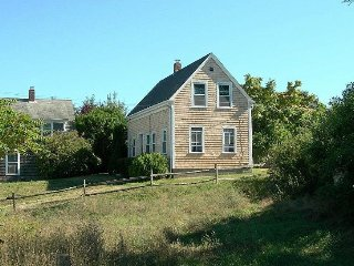 3 Bedroom Updated Antique. Walk to Town & Beach!, Provincetown