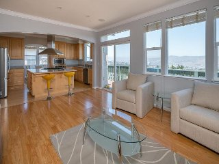 Hilltop 4 BR W/Gorgeous SF Bay Panoramic Views