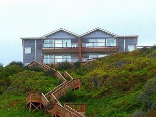 Luxurious Ocean Front with Private Beach Access, Lincoln City