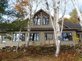 New Luxury Eco Cottage Villa on a Secluded Lake, Muskoka Lakes