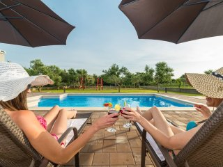 Villa Mia with heated pool 'LAST MINUTE 12.6-18.6'