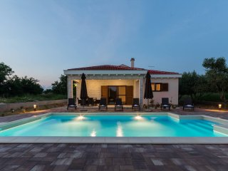 Villa Mia with heated pool