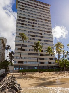 Colony Surf 1802 is an 18th floor double unit on the ocean side in the middle.