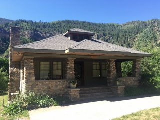 CHARMING, HISTORICAL HOME NEAR RIVER, FALL SPECIAL, Glenwood Springs
