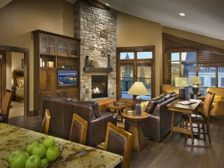 Northstar Lodge 3BR/3BA Ski-In/Ski-Out Residence, Truckee