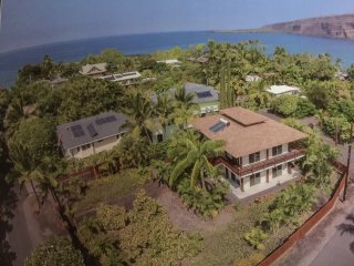 Tropical Beach House Steps from Best Snorkeling, Kealakekua
