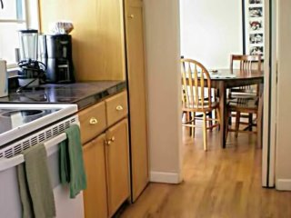 Great 2 Bedroom Apartment Two Blocks From University Ave!, Palo Alto