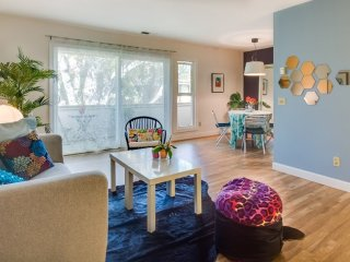 Charming And Cozy Home With 2 Bedrooms in Palo Alto - With Swimming Pool and Carport, East Palo Alto