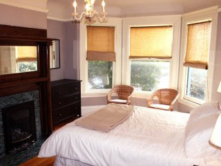Stunning Views on Lovely 2 Bedroom, 1 Bathroom Home, San Francisco