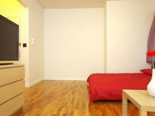 Furnished Studio Apartment at Columbus Ave & W 81st St New York, Nova York