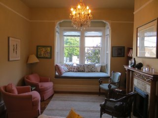 CLASSY AND SPECK-LESS FURNISHED VICTORIAN 2 BEDROOM 2 BATHROOM FLAT, Forest Knolls
