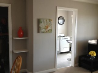 BEAUTIFULLY FURNISHED STUDIO APARTMENT IN BURLINGAME, Burlingame
