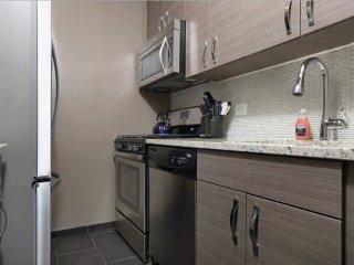 Posh 2 Bedroom, 1 Bathroom Apartment in Midtown East, New York - Tastefully Furnished, New York City