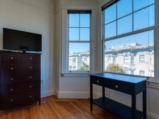 Inviting Vibe and Charm One Bedroom One Bathroom Studio, San Francisco