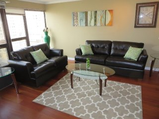 PREPOSSESSING AND SPOTLESS FURNISHED 1 BEDROOM 1 BATHROOM CONDOMINIUM, Chicago