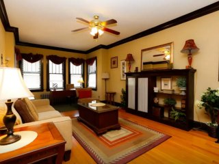 ELEGANT FURNISHED 3 BEDROOM 1 BATHROOM APARTMENT, Chicago