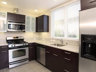 STYLISH AND REMARKABLY FURNISHED 2 BEDROOM APARTMENT IN PALO ALTO, Palo Alto