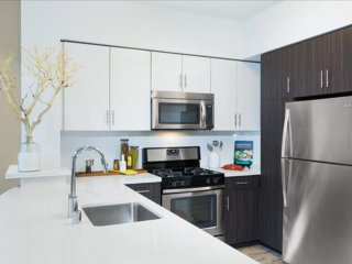 ALLURING FURNISHED 2 BEDROOM 2 BATHROOM APARTMENT, Emeryville