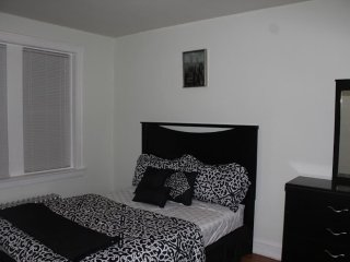 FULLY FURNISHED AND SPACIOUS 1 BEDROOM, 1 BATHROOM APARTMENT, Chicago
