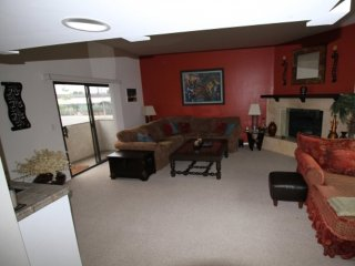 Beautiful 2 Bed 2 Bath Apartment, Bell Canyon