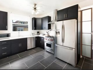 CLEAN AND WELL-APPOINTED 2 BEDROOM, 1 BATHROOM APARTMENT, San Francisco