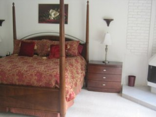 LOVELY FURNISHED 4 BEDROOM 2 BATHROOM HOME, Bell Canyon