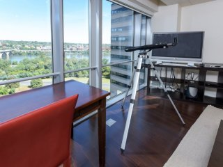 Breathtaking View - 1 Bedroom Apartment with Den, Arlington