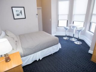 Bright Apartment in a Great Location in Boston