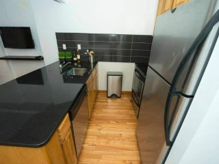 BEAUTIFULLY FURNISHED AND SPACIOUS 4 BEDROOM, 1 BATHROOM APARTMENT, Newark