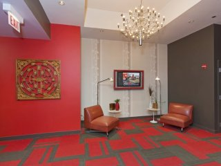 Charming and Bright 2 Bedroom Apartment in Chicago - Trendy Wall Art