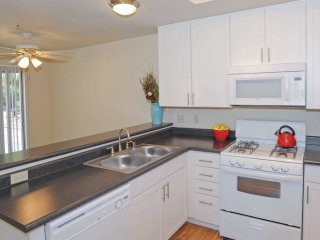 Well Designed for Comfort - 1 Bedroom, 1 Bathroom Apartment in Foster City