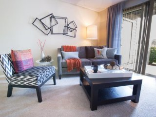 UPSCALE 2 BEDROOM, 1 BATHROOM FURNISHED APARTMENT, Aurora