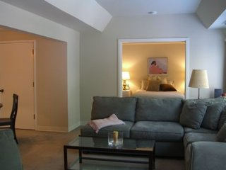 BEAUTIFULLY FURNISHED ONE BEDROOM, ONE BATHROOM APARTMENT, Seattle