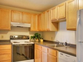 ALLURING FURNISHED 2 BEDROOM, 1.5 BATHROOM APARTMENT, Worcester